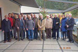 Nach der Sitzung trafen sich die Teilnehmer zu einem gemeinsamen Gruppenfoto vor dem Vereinslokal